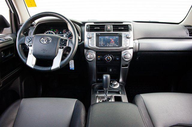 2016 Toyota 4Runner SR5 / LEATHER / SUNROOF / HEATED SEATS