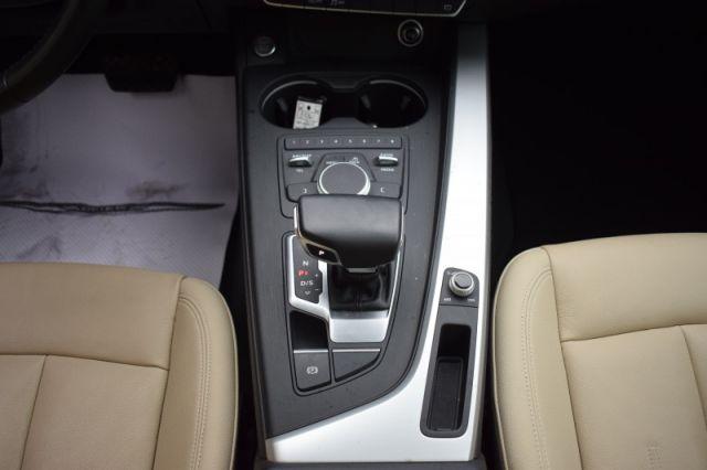 2017 Audi A4 2.0T quattro Komfort    LEATHER   SUNROOF  