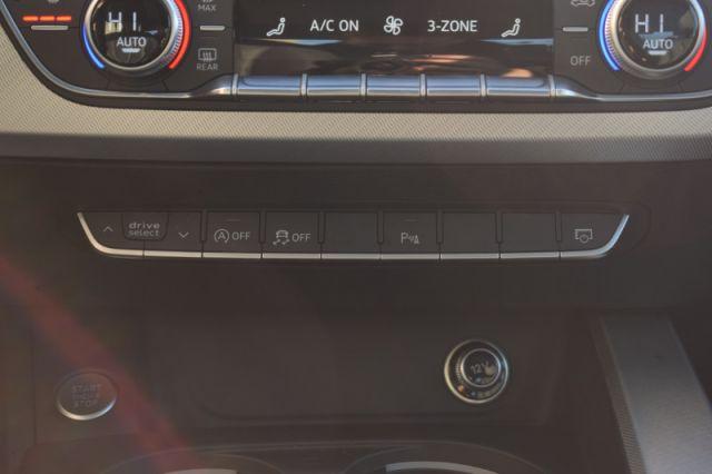 2017 Audi A4 2.0T quattro Progressiv  | SUNROOF | LEATHER | NAV |