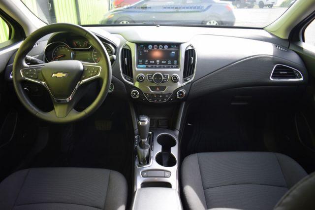 2017 Chevrolet Cruze LT    HEATED SEATS   BOSE AUDIO   TOUCHSCREEN  