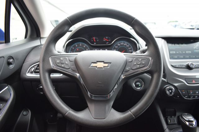 2017 Chevrolet Cruze LT  - Heated Seats -  Touch Screen