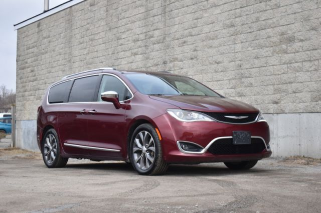 2017 Chrysler Pacifica Limited  | LEATHER | HEATED SEATS |