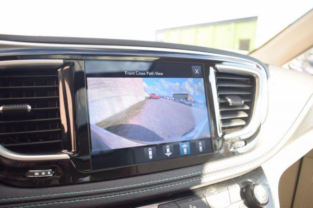 2017 Chrysler Pacifica Hybrid Platinum