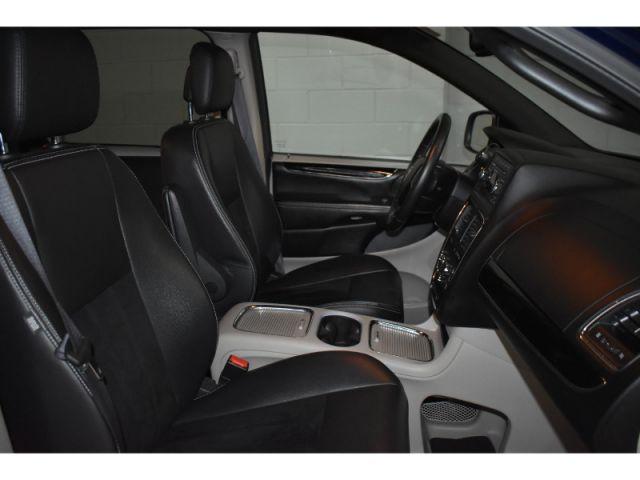 2017 Dodge Grand Caravan SXT- FULL STOW N GO * CRUISE * PWR DRIVER SEAT
