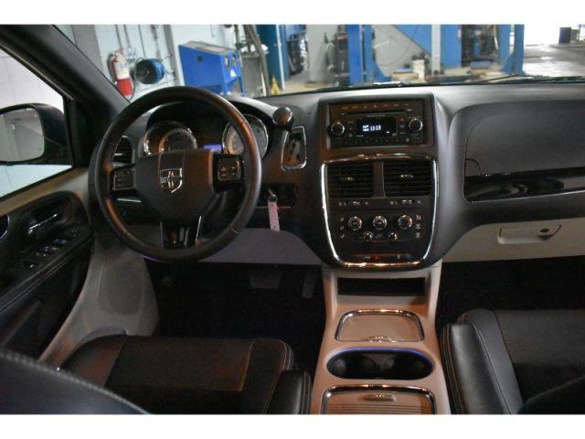 2017 Dodge Grand Caravan SXT * LEATHER * HANDSFREE *FULL STOW N GO
