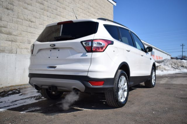 2017 Ford Escape SE  | MOONROOF | HEATED SEATS |