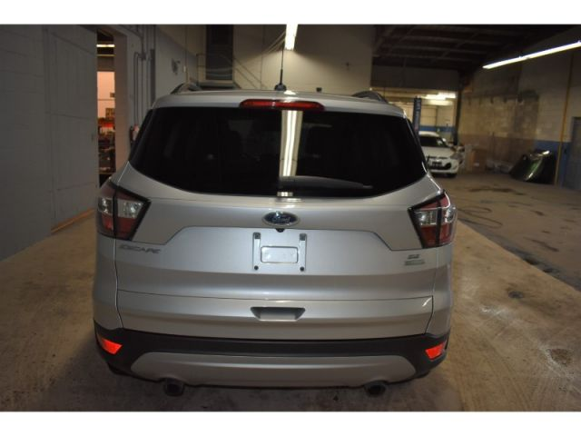 2017 Ford Escape SE- * FWD, BACKUP CAM, HEATED SEATS *