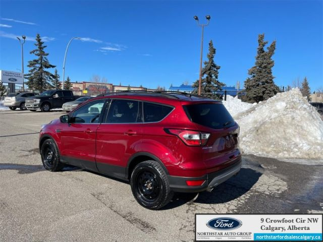 2017 Ford Escape SE  |LEATHER| NAV| 4WD| SYNC 3| - $140 B/W