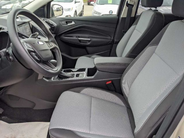 2017 Ford Escape SE   - Navigation -  Heated Seats- Power Lift Gate- back up Came