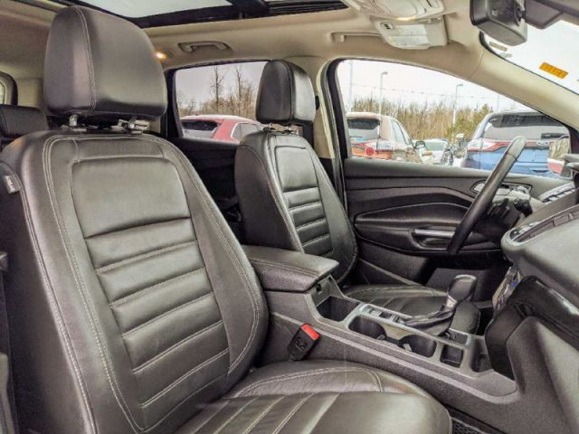 2017 Ford Escape Titanium 4WD   2 YEARS / 40,000KMS EXTENDED POWERTRAIN WARRANTY