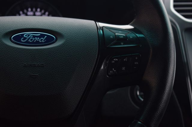 2017 Ford Explorer XLT    4WD   HEATED SEATS   DUAL CLIMATE  