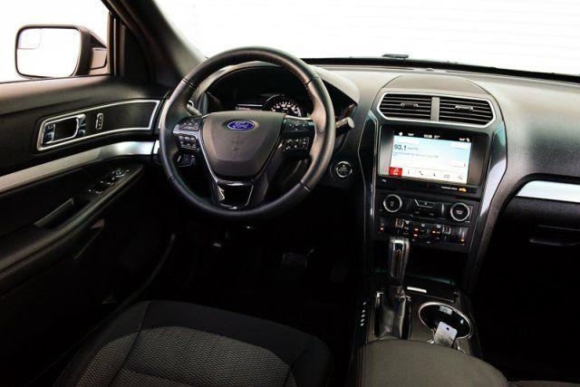 2017 Ford Explorer XLT / ACCIDENT FREE / HEATHED LEATHER / BACK UP CAM & SENSORS