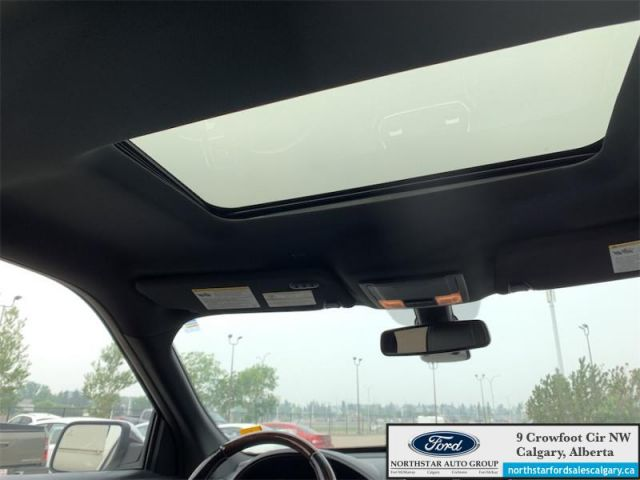 2017 Ford Explorer Platinum  |LEATHER| SUNROOF| NAV| 6 SEATER| REAR DVD|