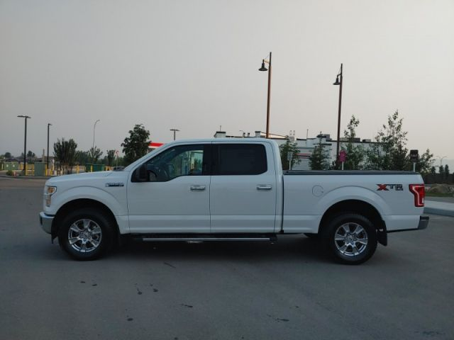 2017 Ford F-150 XLT  5.0L V8 READY TO TOW OR HAUL!