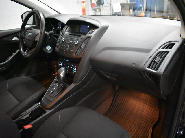 2017 Ford Focus SE * LOW KMS * HEATED SEATS and STEERING *