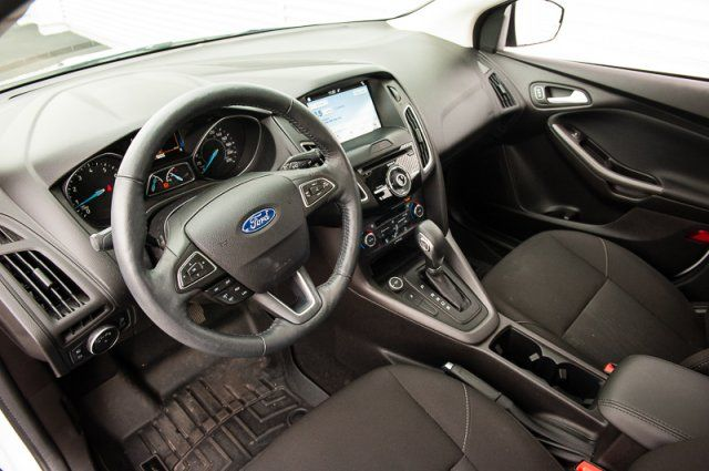 2017 Ford Focus SEL / BACK UP CAM / REVERSE SENSORS / HEATED SEATS / MOON ROOF
