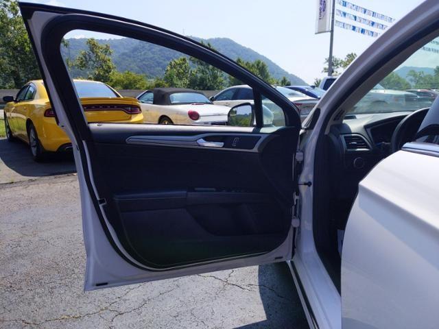 2017 Ford Fusion SE FWD