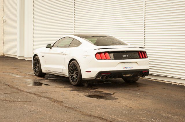 2017 Ford Mustang GT / BACK UP CAM / NAV / LEATHER / HEATED & COOLED SEATS
