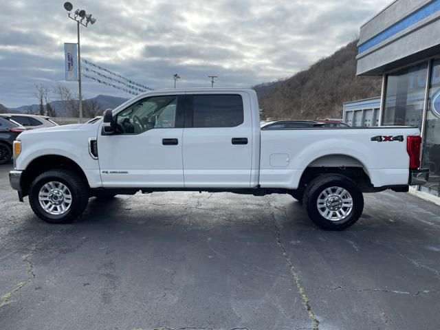2017 Ford Super Duty F-250 SRW XLT 4WD Crew Cab 6.75 Box