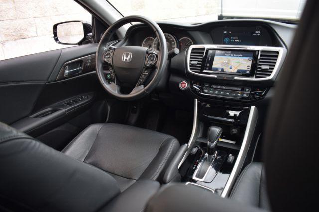 2017 Honda Accord Sedan Touring  | SUNROOF | DUAL CLIMATE |NAV |