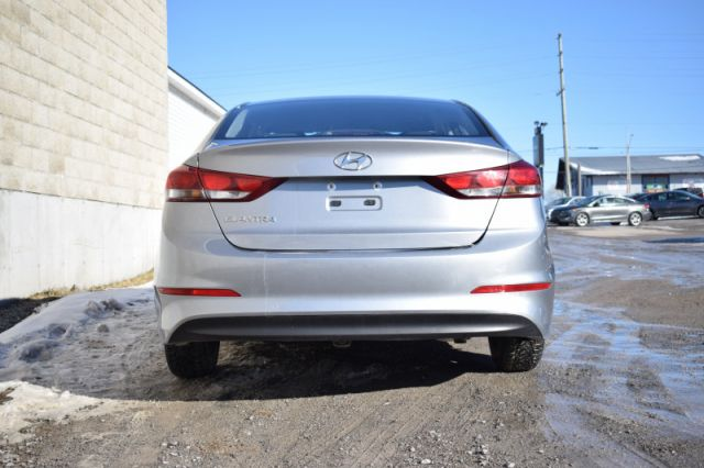 2017 Hyundai Elantra LE  | HEATED SEATS | WINDOW RAIN GAURDS