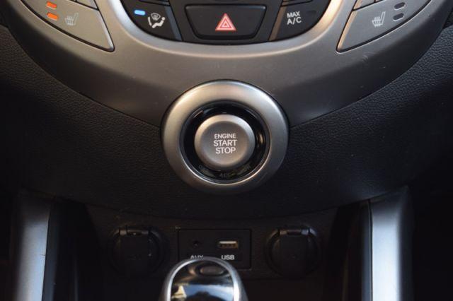 2017 Hyundai Veloster Base    HEATED SEATS   PUSH START  
