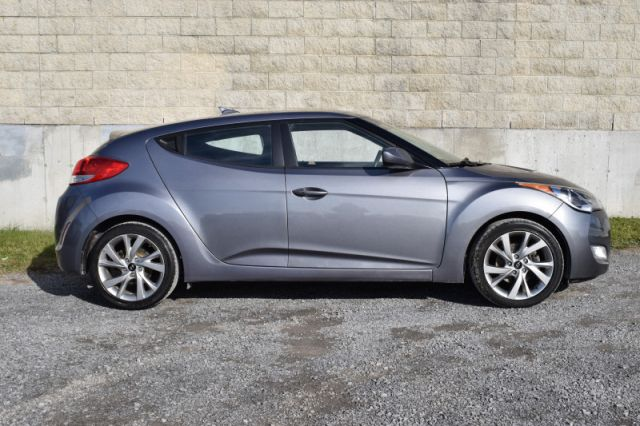 2017 Hyundai Veloster Base  | HEATED SEATS | PUSH START |