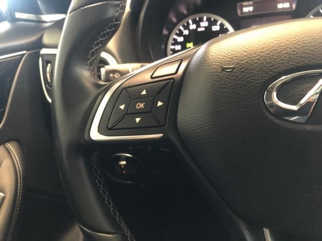 2017 INFINITI QX30 Premium FWD