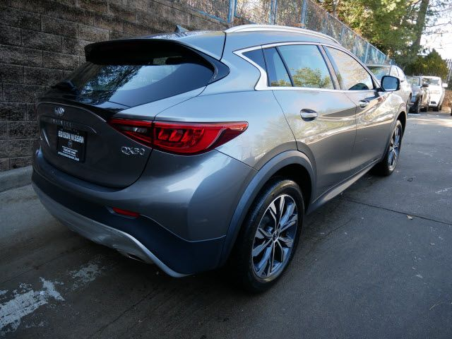 2017 INFINITI QX30 Luxury