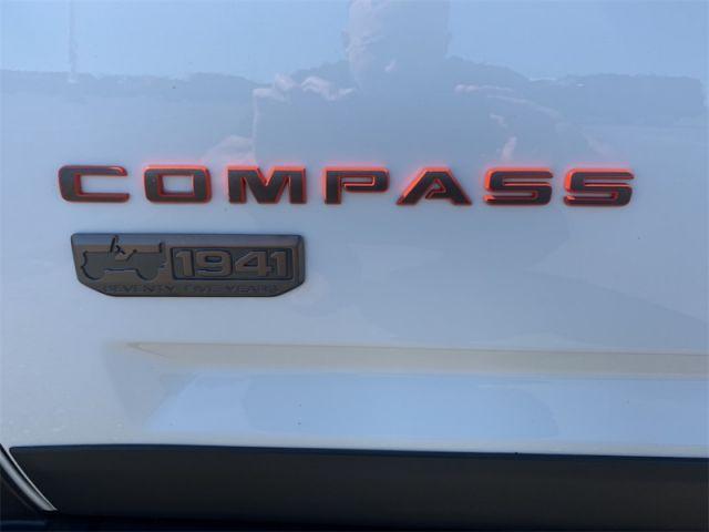 2017 Jeep Compass Sport  $89 / WK