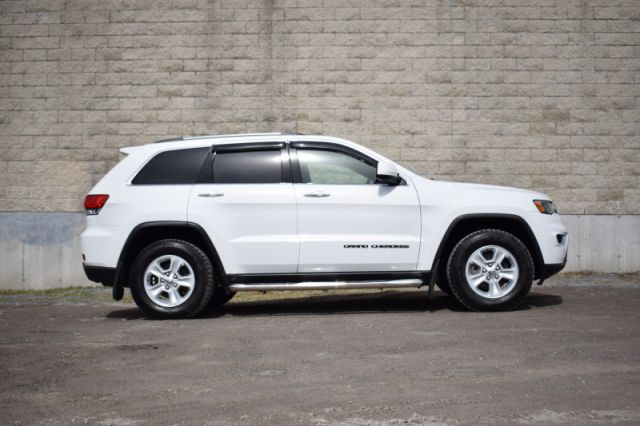 2017 Jeep Grand Cherokee Laredo  | 4X4 | HEATED SEATS & WHEEL |