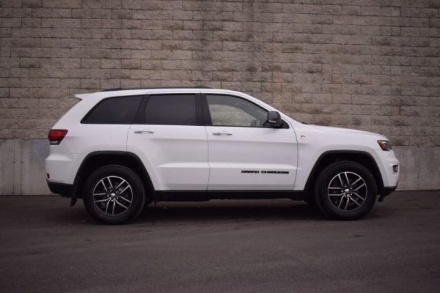 2017 Jeep Grand Cherokee Trailhawk  | MOONROOF | DVD | LEATHER | COOLED SEATS |