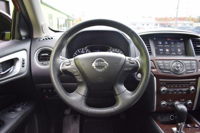 2017 Nissan Pathfinder Platinum  | MOONROOF | LEATHER | NAV | REAR CLIMATE |