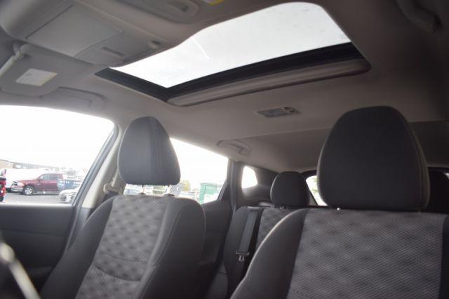 2017 Nissan Qashqai SV  | SUNROOF | DUAL CLIMATE | HEATED WHEEL |