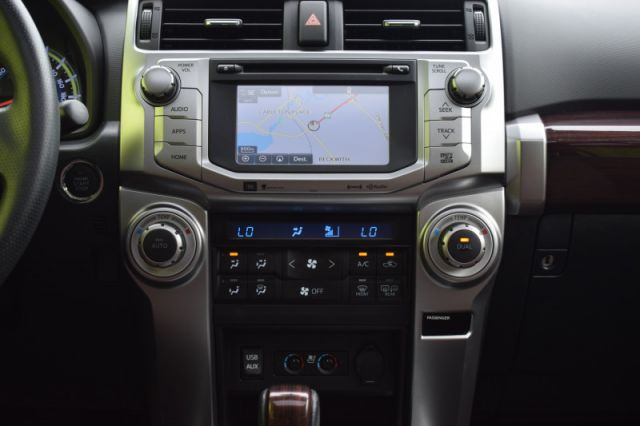 2017 Toyota 4Runner SR5  | SUNROOF | LEATHER | NAV | COOLED SEATS |