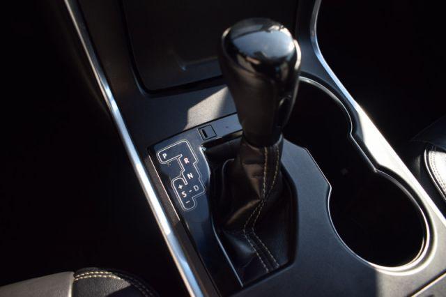 2017 Toyota Camry XLE V6  | SUNROOF | DUAL CLIMATE | NAV |