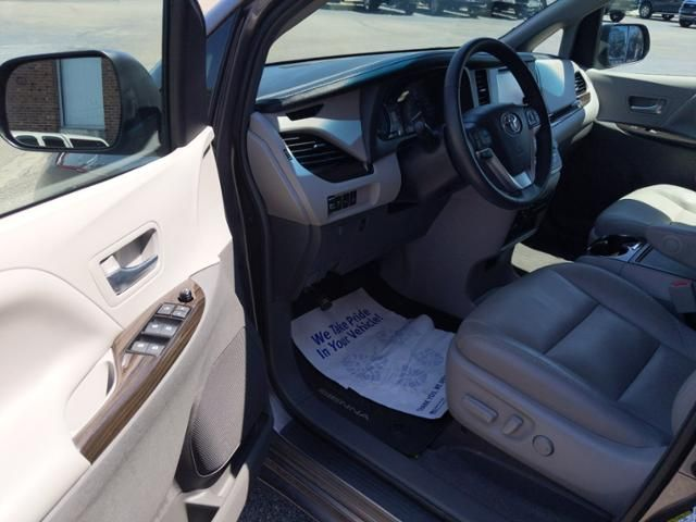 2017 Toyota Sienna XLE Premium AWD 7-Passenger