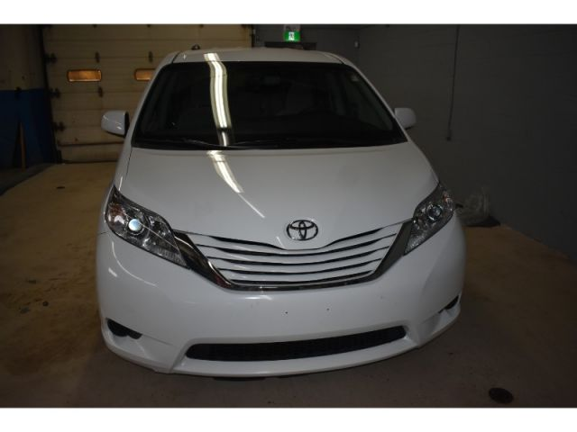 2017 Toyota Sienna LE * BACKUP CAMERA * HEATED SEATS * REAR STOW N GO SEATING *