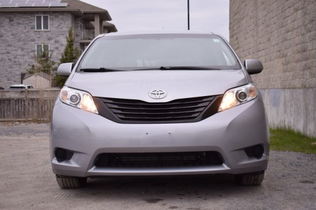 2017 Toyota Sienna FWD  | DUAL CLIMATE |