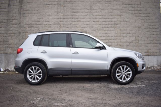 2017 Volkswagen Tiguan Wolfsburg Edition  AWD | LEATHER | HEATED SEATS