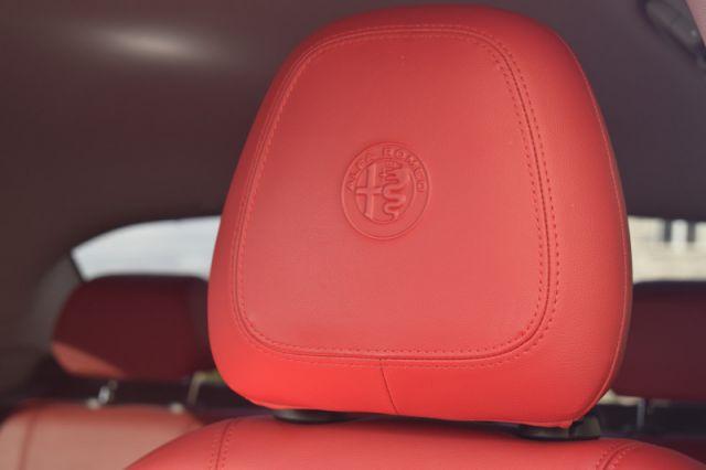 2018 Alfa Romeo Giulia BASE  | DUAL CLIMATE | NAV | LEATHER |