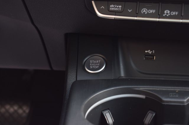 2018 Audi A4 Sedan 2.0 TFSI quattro Progressiv  | HEATED WHEEL | LEATHER | NAV |