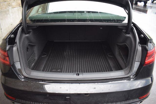 2018 Audi A4 Sedan 2.0 TFSI quattro Technik    SUNROOF   LEATHER   NAV  