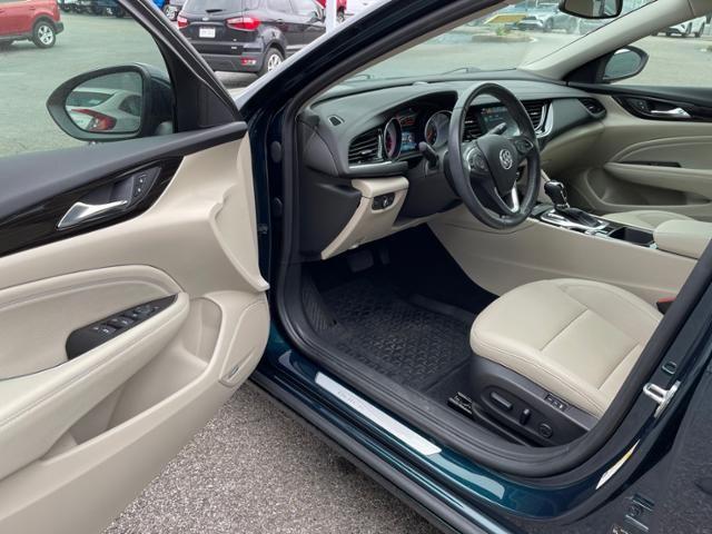 2018 Buick Regal Sportback 4dr Sdn Essence FWD