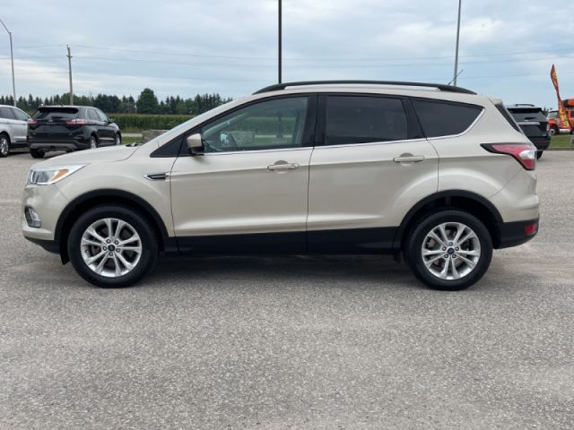 2018 Ford Escape SE  Power Seat-Heated Seats- Back Up Camera- Blue Tooth- Keyless
