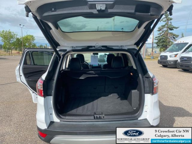 2018 Ford Escape SEL   NAV  LEATHER  POWER LIFTGATE  ONE OWNER  - $181 B/W