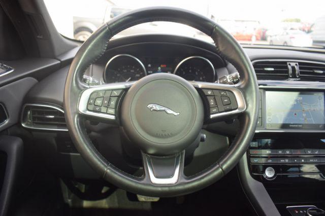 2018 Jaguar F-PACE PRESTIGE  | AWD | MOONROOF | LEATHER | NAV |