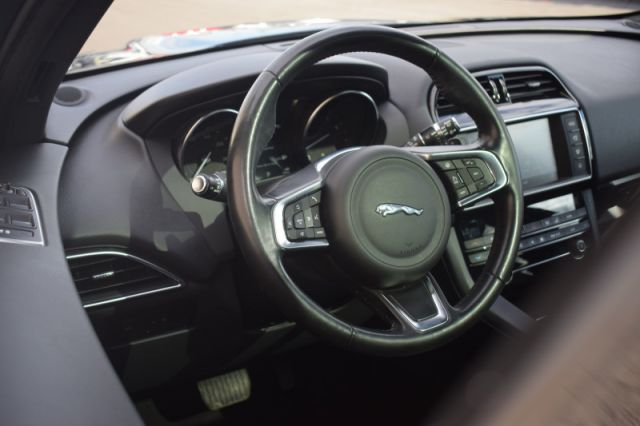 2018 Jaguar F-PACE PRESTIGE    AWD   MOONROOF   LEATHER   NAV  
