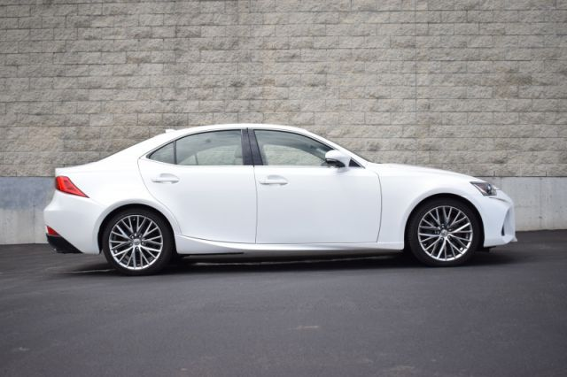 2018 Lexus IS 300 AWD  | SPORT PADDLE SHIFTERS | BACK UP CAM |
