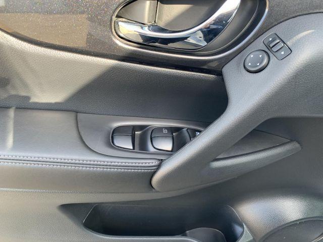 2018 Nissan Rogue SV  SV AWD